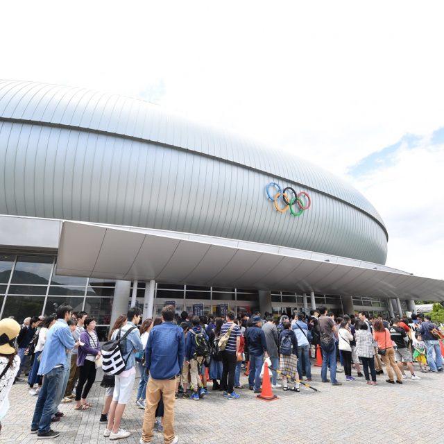 開場前から多くのファンが並ぶホワイトリング