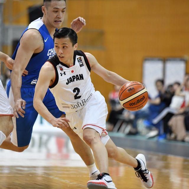 #2 富樫 勇樹選手(千葉ジェッツ)と#43 永吉 佑也選手(川崎ブレイブサンダース)のピック&ロールからリズムを作る