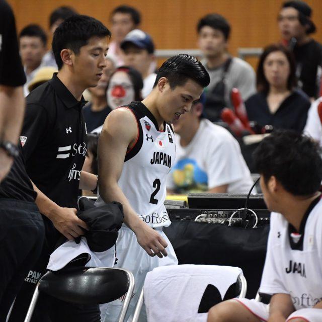 途中、足を痛めてベンチに下がる#2 富樫 勇樹選手(千葉ジェッツ)