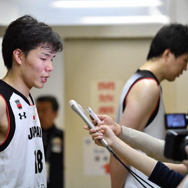 インタビューを受ける#18 馬場 雄大選手(筑波大学 4年)